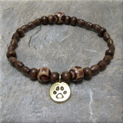 Wood bead gold paw charm bracelet4